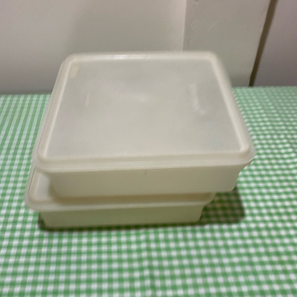 Tupperware Other - TUPPERWARE SQUARE SNACK KEEPER
